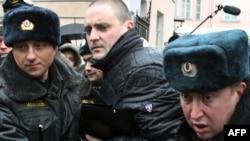 """Для лидера """"Левого фронта"""" Сергея Удальцова и его сторонников уличные акции часто завершаются задержаниями."""