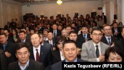 """Делегаты съезда пропрезидентской партии """"Руханият"""". Алматы, 30 ноября 2011 года."""