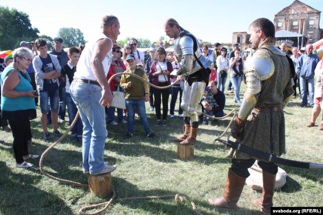 Спаборніцтвы з рыцарамі ў палацы Сапегаў