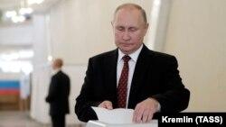 Владимир Путин голосует на думских выборах, сентябрь 2019 г.