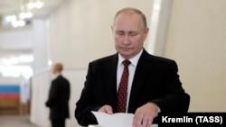 Presidenti i Rusisë, Vladimir Putin, duke votuar në Moskë, 8 shtator, 2019.
