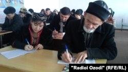 Гуломхайдар Искандаров на лекции в университете.