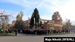 Građani Tuzle na protestima ispred Skupštine Tuzlanskog kantona
