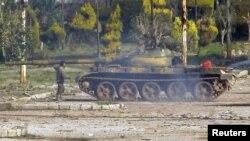 Tank afër qytetit sirian të Homsit, 12 shkurt, 2012