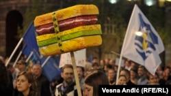 """Fotografija sa protesta """"Tragovima fantoma"""", koji je zbog još uvek nerazjašnjenog slučaja rušenja objekata u beogradskoj Savamali, organizovala Inicijativa Ne da(vi)mo Beograd, 25. april 2017."""