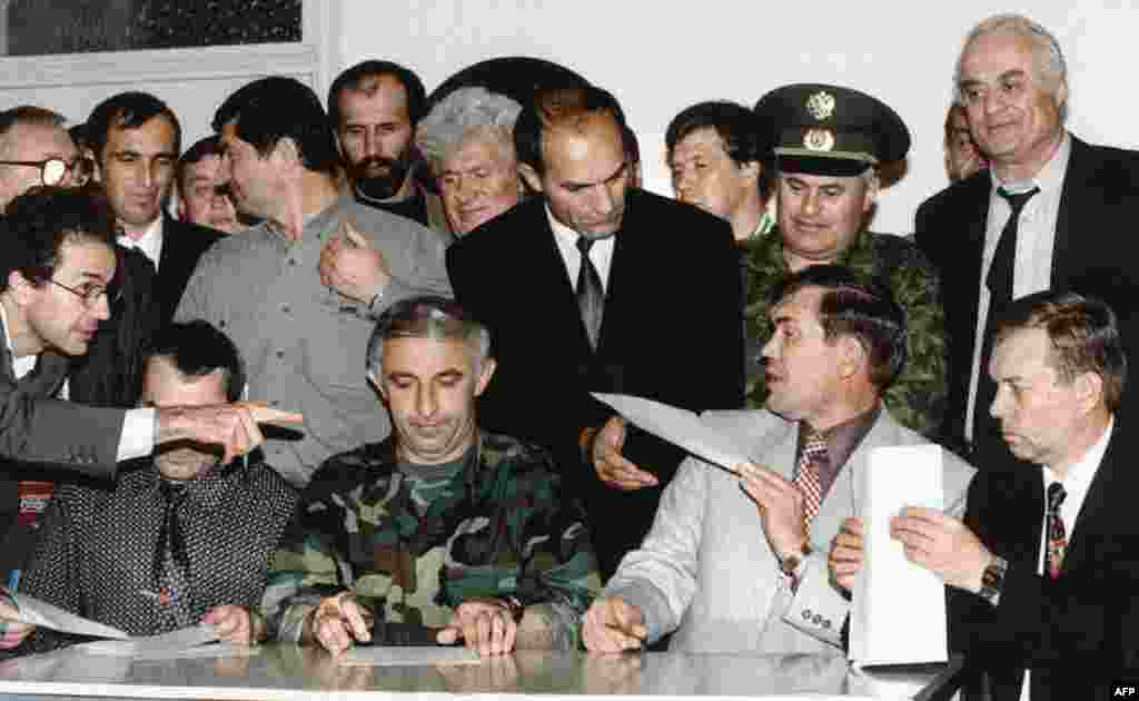 On August 30, 1996, a cease-fire agreement is signed between Russian and Chechen representatives.