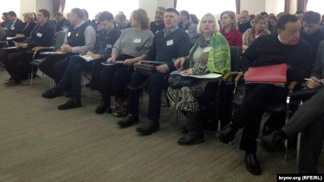Аналитика: В Киеве прошел 1-й день Всеукраинского форума переселенцев с Крыма и Донбасса