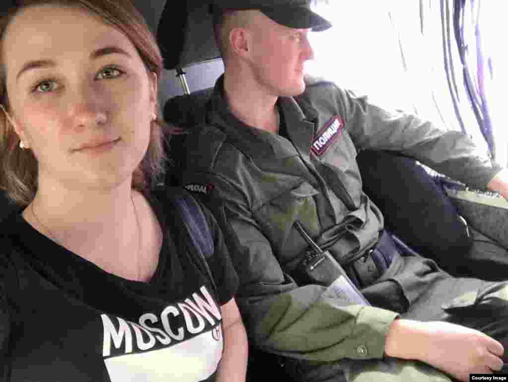 Чара ахырында Дарья Кулакованы полиция бүлегенә алып киттеләр