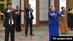 Türkmenistan: Býujet işgärleriniň 'wezipe-borçlary' artdyryldy