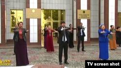 Türkmenistanyň döwlet telewideniýesinden alnan surat.