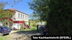 სახლი თერჯოლის რაიონში, სადაც გარდაცვლილი 11 წლის ბიჭი ცხოვრობდა.