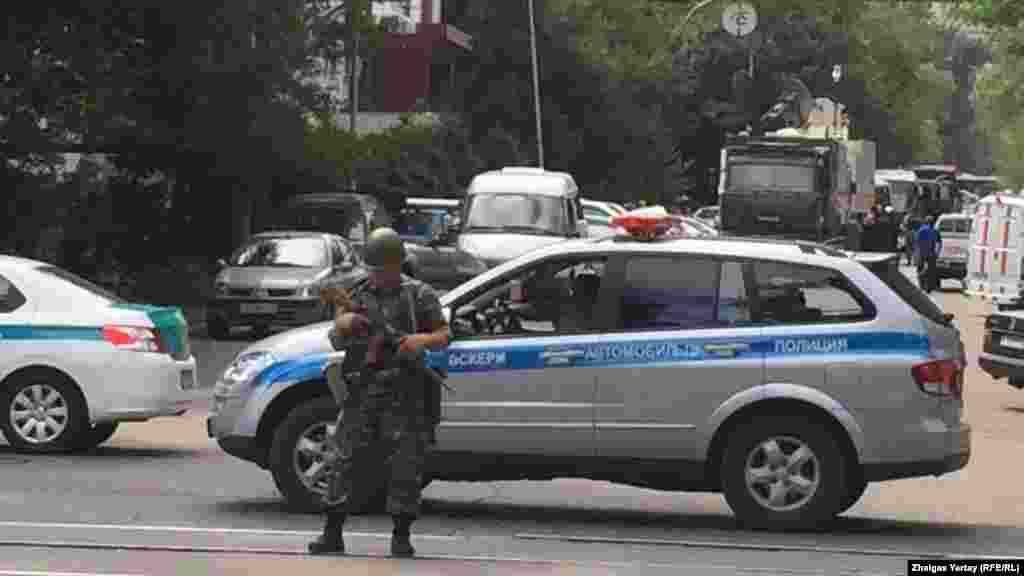 20 шілдеде полицияның Руслан Күлекбаев тұрған пәтерді тінткені хабарланды. Ол жерден күдікті және тыйым салынған заттар табылмаған.