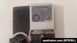 Türkmen resmileri jaýalarda elektrik ölçeýjileriň oturdylmagyny talap edýär.