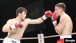 Хетаг Козаев атакует. Один из последних боев чемпиона