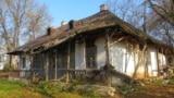 Casa Memorială George Enescu de la Mihăileni, Botoșani, astăzi lăsată în ruină (Foto: Harald Albrecht, octombrie 2013)