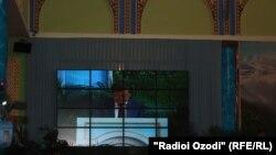 Кыргыз өкмөт башчысы конференцияда сүйлөөдө. Душанбе, 20-август, 2013-жыл.
