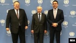 Шефовите на дипломатиите на Македонија и на Грција, Никола Димитров и Никос Коѕијас со медијаторот Метју Нимиц