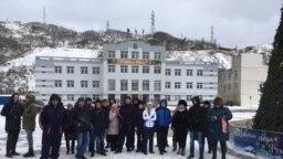 Акция протеста жителей Сахалина против передачи Курильских островов в Невельске (Архивное фото)