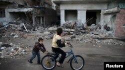 خرابههای دوما، از جمله مناطق اطراف دمشق که در دست شورشیان است