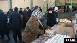 Bakıda birinci dəfə toyuq əti və yumurta yarmarkaları ötən ilin dekabrından keçirilməyə başlayıb