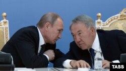 Президент России Владимир Путин и президент Казахстан Нурсултан Назарбаев. Атырау, 20 сентября 2014 года.