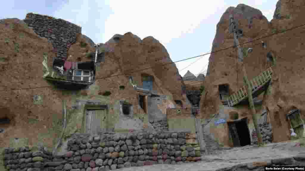 ГIажарийчуьра Табриз-гIалина уллехь йолчу Кандован-эвлахь бехаш 680 гергга нах бу.