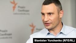 «Те, що одноразове, є спеціальний протокол утилізації, для того, щоб не було розповсюдження інфекції», – сказав Віталій Кличко