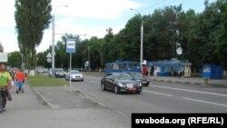 Пасольскі мэрсэдэс на вуліцы Барыкіна ў Гомелі