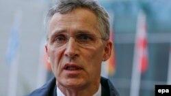 Генеральный секретарь НАТО Йенс Столтенберг выступает в Люксембурге