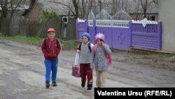 Дети в селе Валя-Трестиень