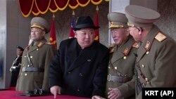 Ким Чен Ын 8-февралдагы парад учурунда.