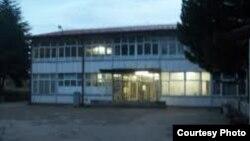 """Гимназијата """"Здравко Чочковски"""" во Дебар преименувана во гимназија """"28 Ноември"""", Ден на албанското знаме."""