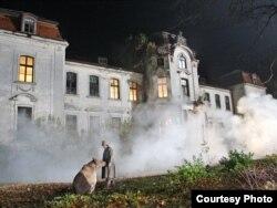 Палац Сьвятаполк-Чацьвярцінскіх у Жалудку падчас здымак фільму «Масакра»