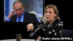 Мария Захарова в студии радио «Свобода».