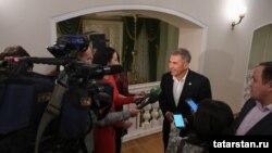 Рустам Минниханов даёт интервью после концерта