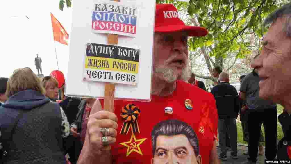 1 мая, Севастополь. На митинге руководитель севастопольских коммунистовВасилий Пархоменконазвал «военнопленными» участников демонстрации, организованной местной властью.