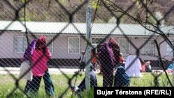 Gratë e kthyera nga Siria në Kosovë, foto në kampin