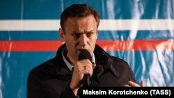 Orsýetli aktiwist Nawalny azatlyga çykansoň Astrahanda söz sözleýär