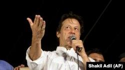 """Pakistanyň oppozisiýadaky """"Tehriki Insaf Pakistan"""" partiýasynyň ýolbaşçysy Imran Han"""