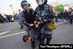 Задержание на Болотной площади 6 мая 2012 года