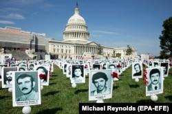 Washington, 2019 - Activiștii au arătat pozele unora dintre prizonerii politici executați în 1988.