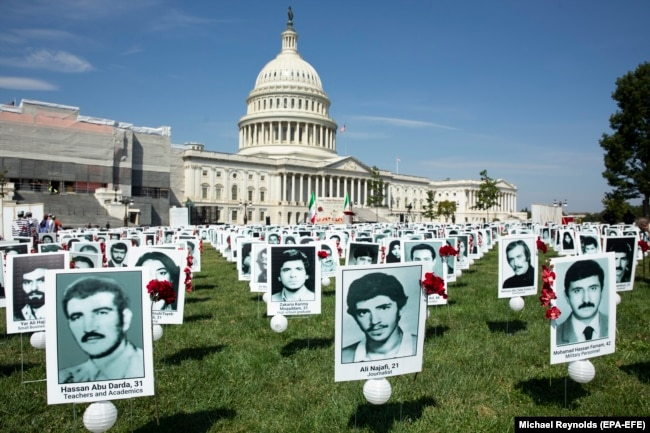 تصاویر دهها تن از قربانیان اعدامهای تابستان ۶۷، که در سپتامبر ۲۰۱۹ در مقابل ساختمان کنگره به نمایش گذاشته شده است