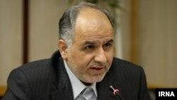 امین حسین رحیمی، رئیس دیوان محاسبات میگوید: پرداخت این حقوقها، نامتعارف ولی قانونی است