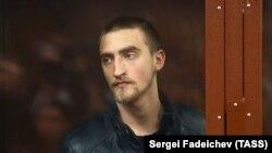 Спочатку Устиновузасудилидо 3,5 років колонії загального режиму за звинуваченням у нападі на співробітника Російської гвардії