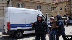 Policija privodi dio sudionika