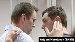 Олексій (л) і Олег Навальні