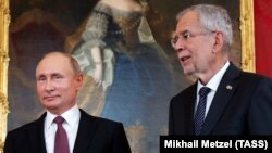 Orsýetiň prezidenti Wladimir Putin we Awstriýanyň prezidenti Aleksander Wan der Bellen. 5-nji iýun, 2018 ý. Wena