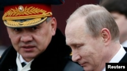 Міністр оборони Росії Сергій Шойгу (л) та президент Росії Володимир Путін, фото архівне