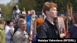"""Первый парад """"Бессмертного полка"""" в Большеречье прошел по инициативе местной районной газеты"""