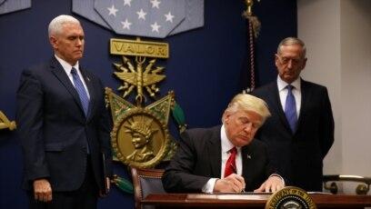 Predsednik SAD potpisuje novu uredbu o zabrani ulaska u SAD za šest mahom muslimanskih zemalja